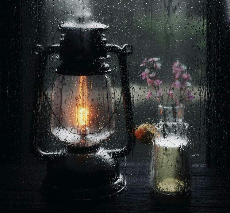 Source: https://weheartit.com/entry/322114273?context_page=10&context_query=rain+window&context_type=search