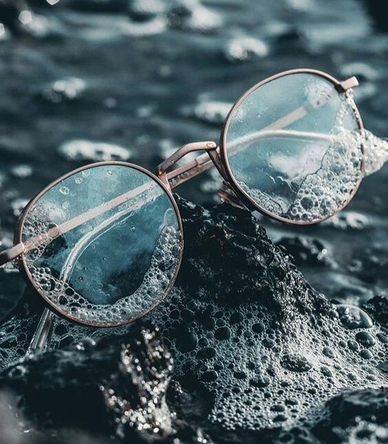 Source: https://weheartit.com/entry/324365418?context_page=2&context_query=photography+glasses&context_type=search