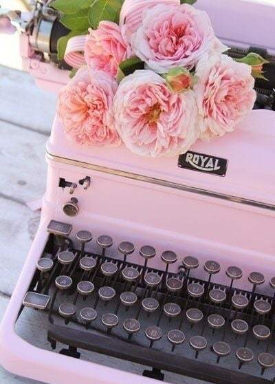 Source: https://weheartit.com/entry/324553912?context_query=typewriter+photography&context_type=search