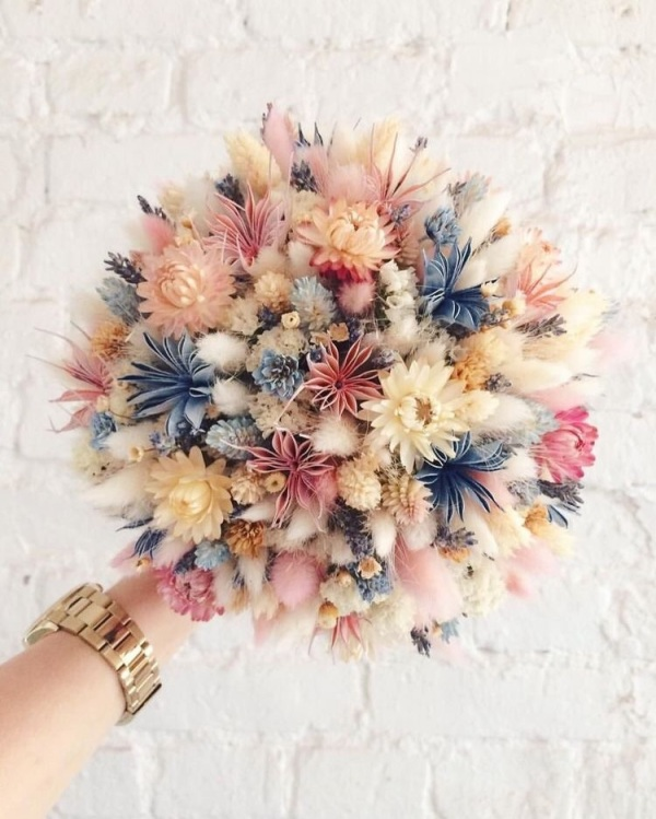 Source: https://weheartit.com/entry/328866281?context_query=bouquet+photography&context_type=search