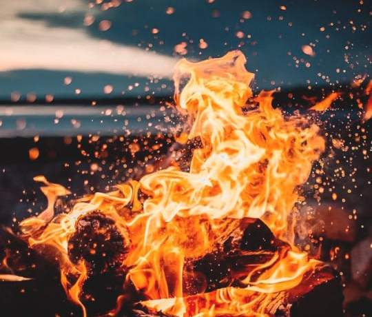 Source: https://weheartit.com/entry/326354746?context_page=7&context_query=fire+photography&context_type=search