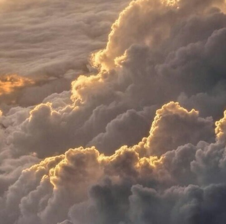 Source: https://weheartit.com/entry/329624098?context_query=sun+and+clouds&context_type=search