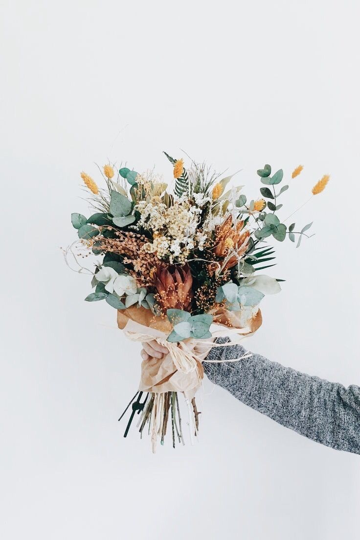 Source: https://weheartit.com/entry/327107860?context_page=2&context_query=bouquet+photography&context_type=search