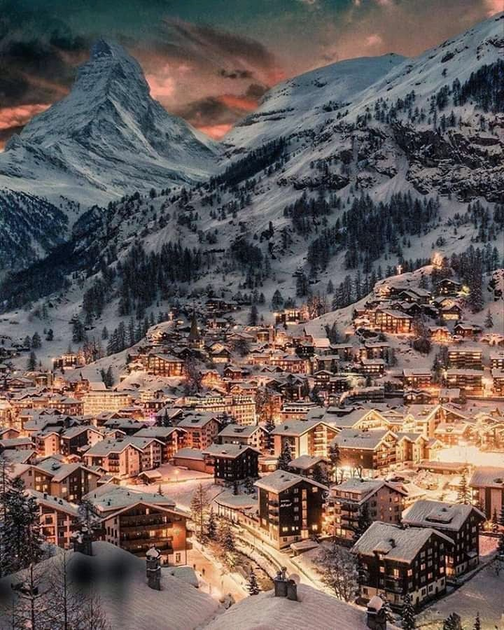 Source: https://weheartit.com/entry/323631974?context_page=9&context_query=winter+night+photography&context_type=search