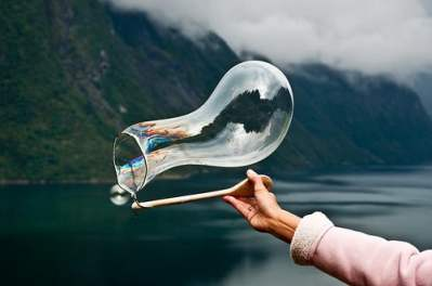 Source: https://weheartit.com/entry/325963970?context_page=4&context_query=bubble+photography&context_type=search