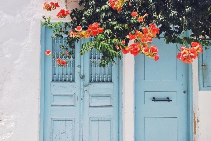 Source: https://weheartit.com/entry/330707584?context_page=6&context_query=blue+photography&context_type=search