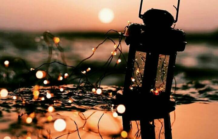 Source: https://weheartit.com/entry/322244327?context_page=4&context_query=lantern+photography&context_type=search