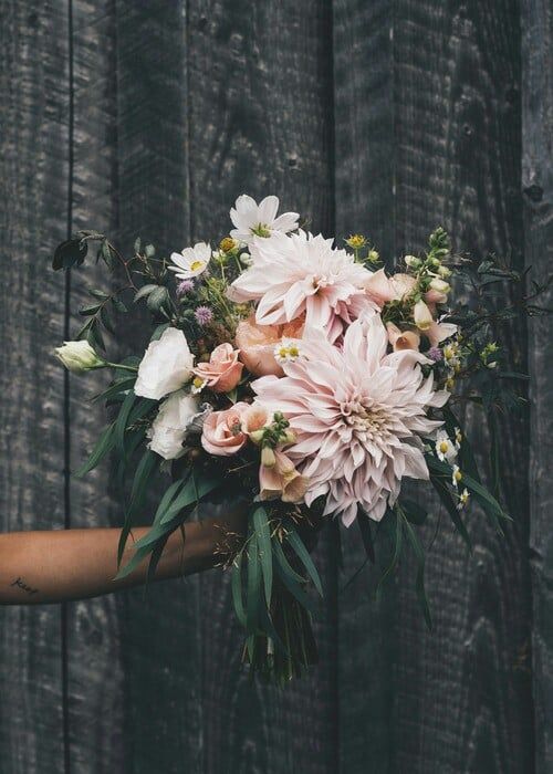 Source: https://weheartit.com/entry/325953759?context_page=4&context_query=pastel+bouquet&context_type=search