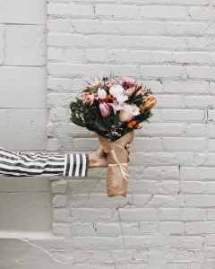 Source: https://weheartit.com/entry/317052550?context_page=3&context_query=floral+bouquet+photography&context_type=search