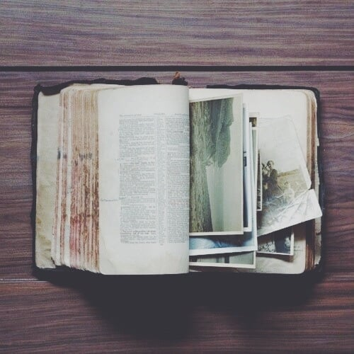 Source: https://weheartit.com/entry/327648179?context_query=old+book+photography&context_type=search