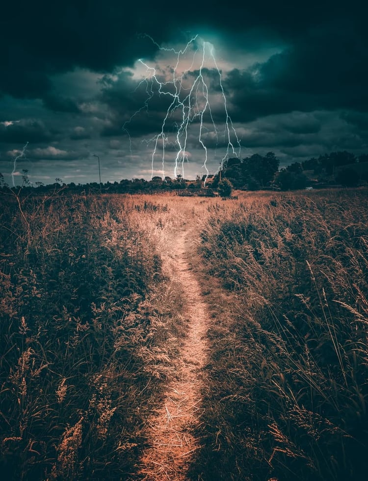 Source: https://weheartit.com/entry/332662517?context_query=storm+photography&context_type=search