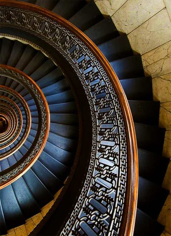 Source: https://weheartit.com/entry/307172530?context_page=6&context_query=stairway+photography&context_type=search