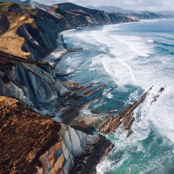 Source: https://weheartit.com/entry/328450942?context_page=3&context_query=cliff+photography&context_type=search